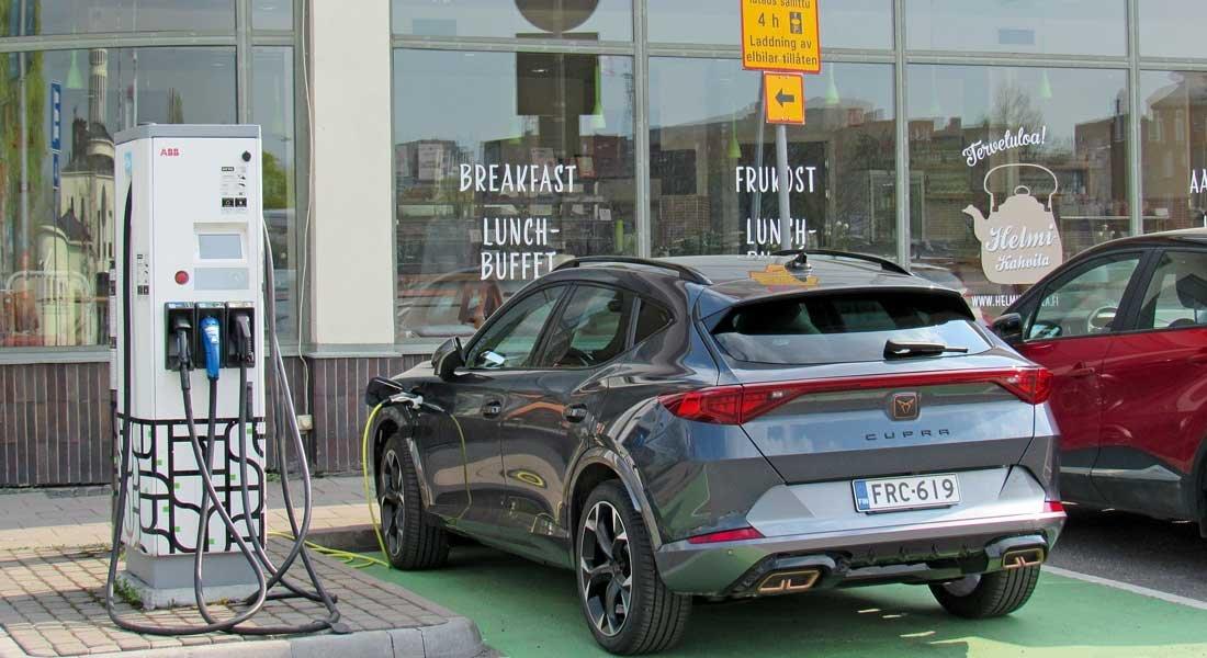 Sähköautojen mallikirjo lisääntyy ja myynti kasvaa